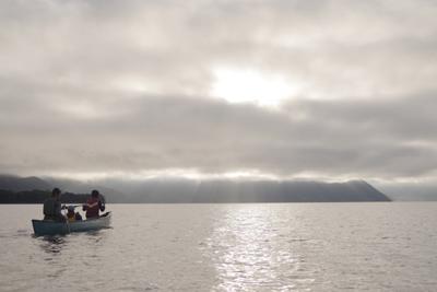 湖とカヌー